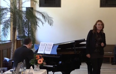 Magdalena at the press conference of the Czech Philharmonic introduced her residence and sang Janacek's Faithfulness